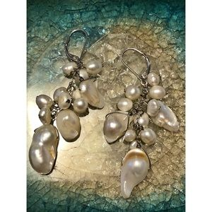 [ mother of pearl dangle earrings ]